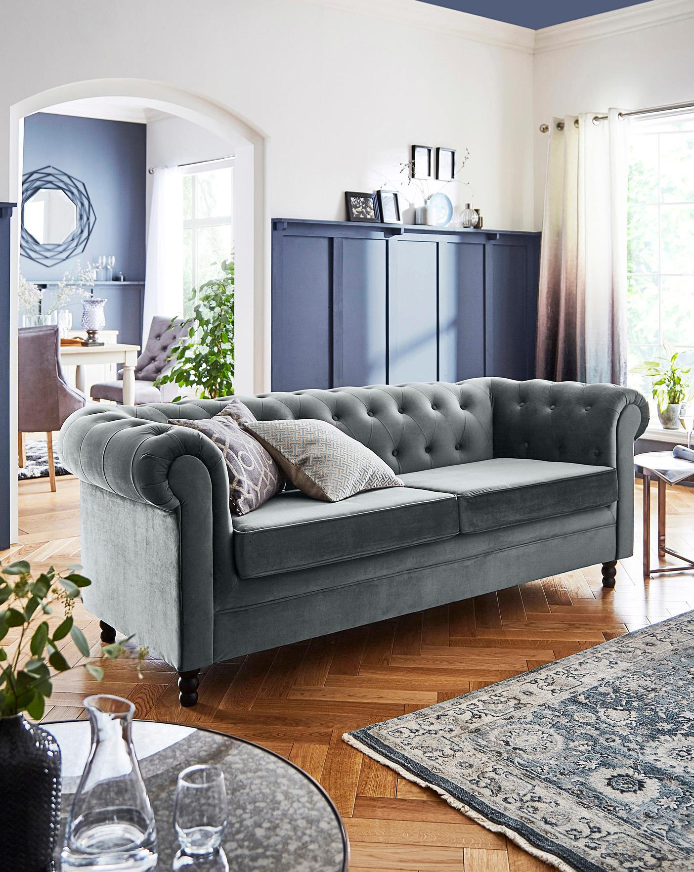Blue, Grey and Natural Tones Room Decor Inspiration| Blue is a really versatile colour to decorate your home with. But, which colours and tones work well? What kind of accessories work with blue? This post gives you ideas for pulling together an elegant blue colour palette and pieces for your home. Read more: kittyandb.com #blueroom #colourfulhomedecor #bluecolorpalette #blueaesthetic #panelling