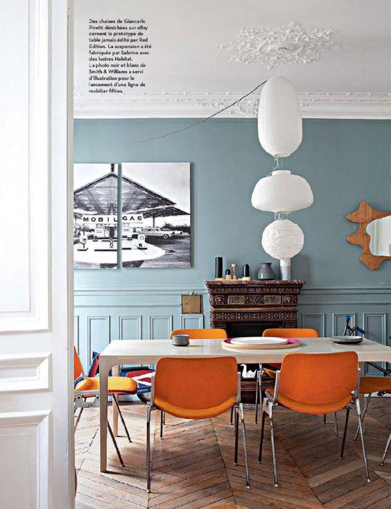 Blue, White and Orange Dining Room Decor Inspiration| Blue is a really versatile colour to decorate your home with. But, which colours and tones work well? What kind of accessories work with blue? This post gives you ideas for pulling together an elegant blue colour palette and pieces for your home. Read more: kittyandb.com #blueroom #diningroom #Orange #colourfulhomedecor #bluecolorpalette #blueaesthetic