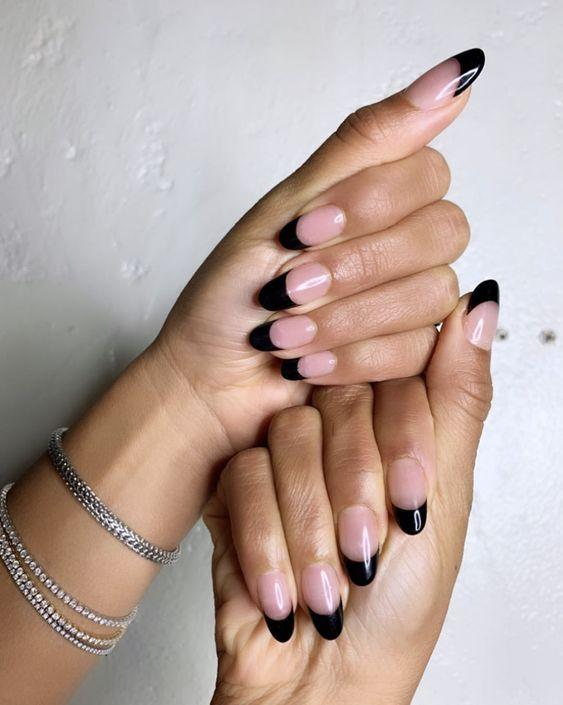 Black French Manicure Tips | We love a classic French manicure, it's elegant and timeless. But, we also love classic with a twist. Here are all the alternative French manicure styles you need | www.kittyandb.com #BlackNails #NailArt #French #Tip #Black #BlackAesthetic