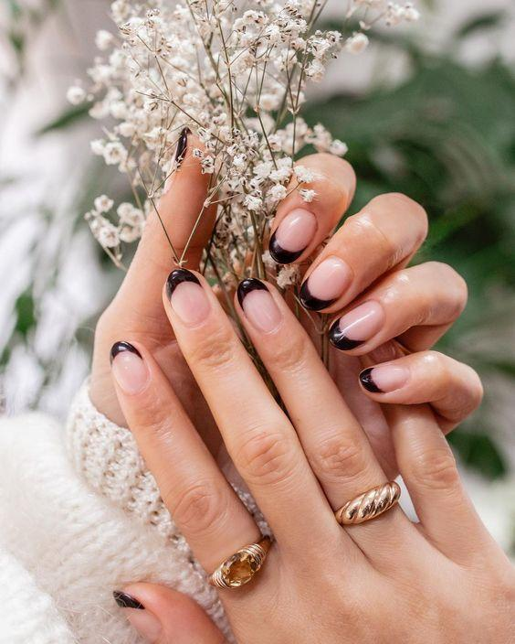 Brown Neutral French Manicure | We love a classic French manicure, it's elegant and timeless. But, we also love classic with a twist. Here are all the alternative French manicure styles you need | www.kittyandb.com #Brown #BrownNails #NailArt #French #Tip #FrenchManicure #Nails #NeutralNails