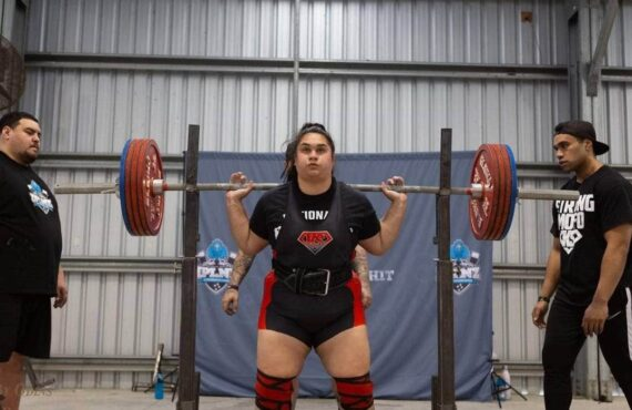 Young mum-of-two breaks NZ powerlifting records months after suffering stroke