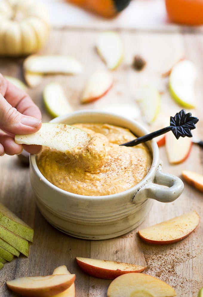 Maple-Pumpkin Fruit Dip is the perfect autumn snack, packed with pumpkin and spices, ready in minutes as a dip for those beautiful ripe pears and apples!