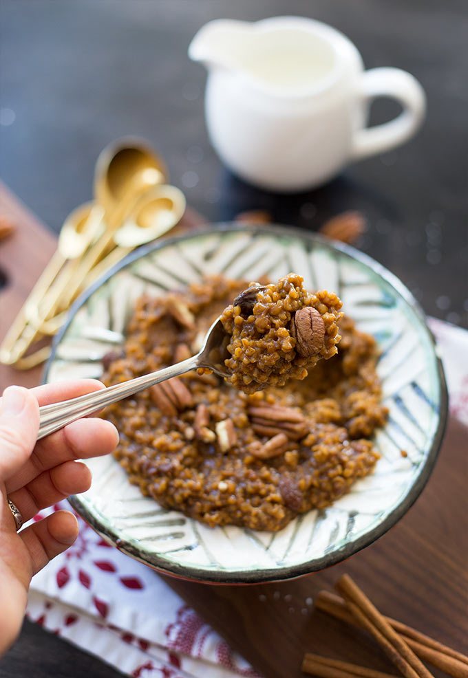 Instant Pot Gingerbread Steel-Cut Oats - chewy, creamy and bursting with festive holiday flavors! A delicious breakfast that comes together in minutes!