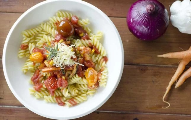 Vegetables and pasta in spiced tomato sauce