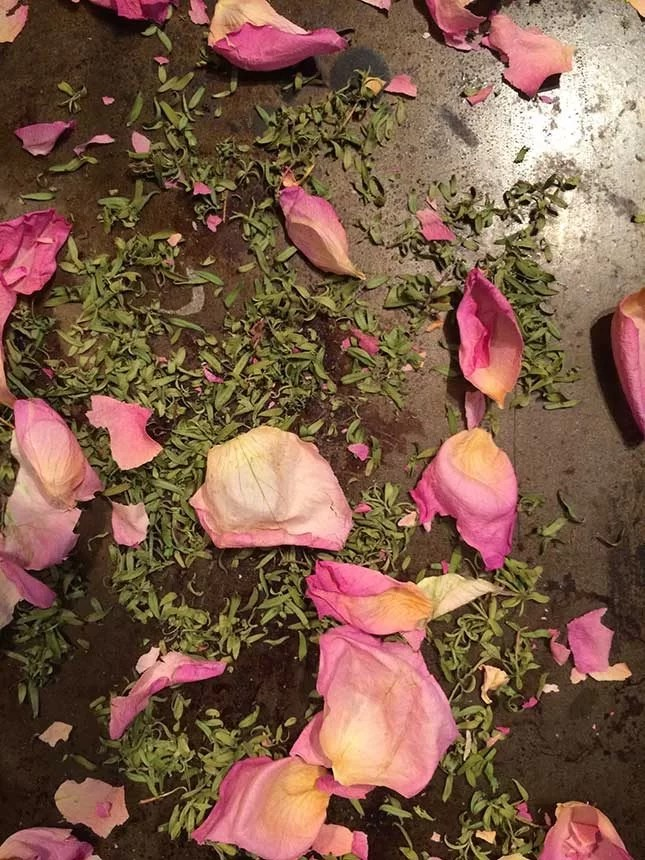 Make your own bath salts rose and manuka