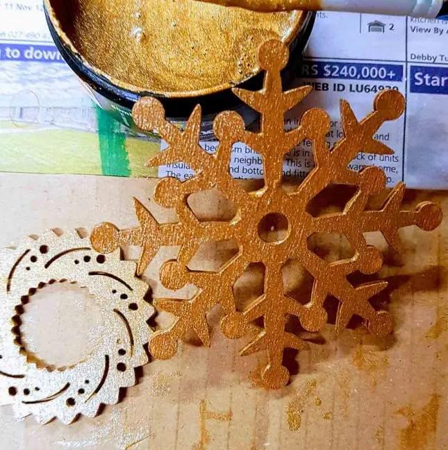 DIY christmas tree Resene gold dust