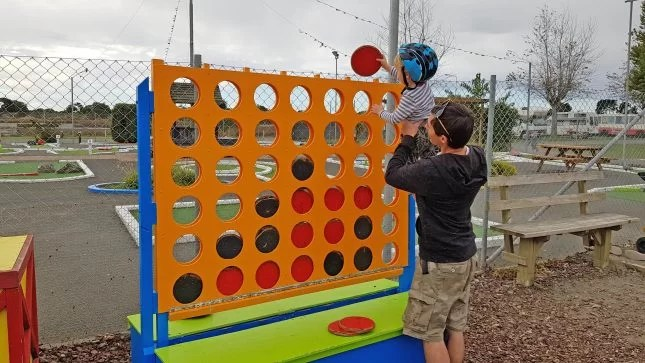 Tahuna Beach Kiwi Holiday Park - Giant Connect 4