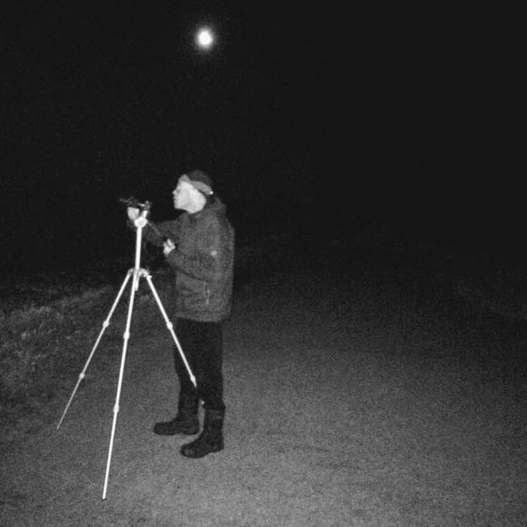 Jos fotografiind cometa Neowise