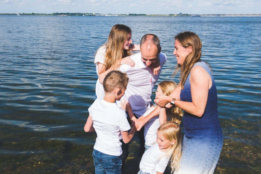 familiefoto's aan het water