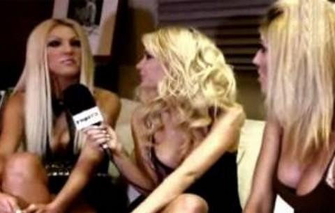 """Ξανθές Ελληνίδες μοντέλες μιλάνε για την """"πίπα"""" on camera!!! (VIDEO)"""