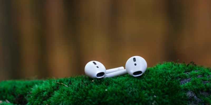 طريقة تنظيف سماعات Apple AirPods 2019