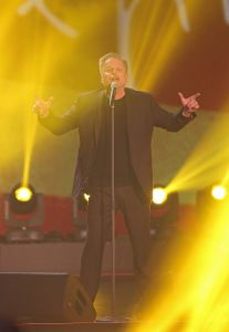 Herbert_Grönemeyer_at_214._Wetten,_dass.._show_in_Graz,_8._Nov._2014_02