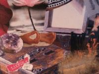 collage met lotus bloem kistje veer amethist spiegel handen