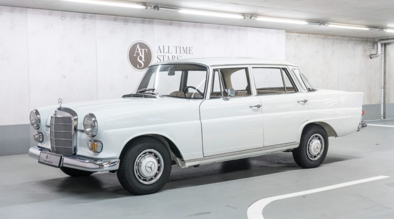 Satılık W110 Mercedes-Benz 200D MB Müzesinden!