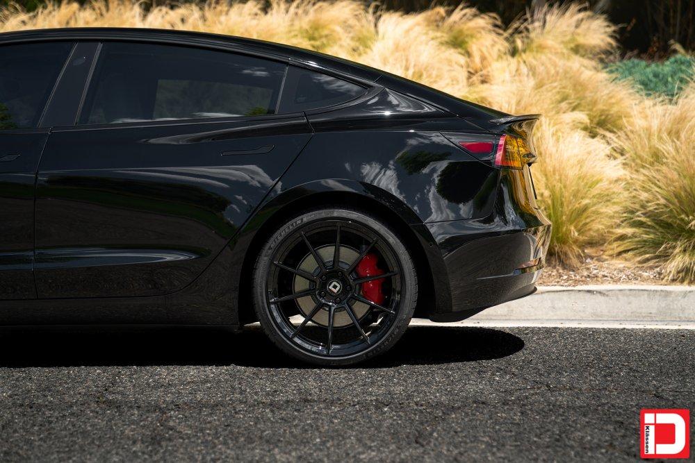 tesla-model-3-klassen-id-m10r-gloss-black-01