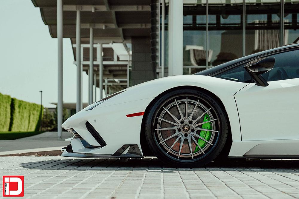 lamborghini-aventador-klassen-id-wheels-cs35s-gloss-kingsport-gray-black-lip-03