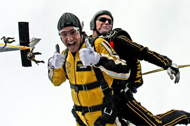 tandem-skydivers-603631_1280