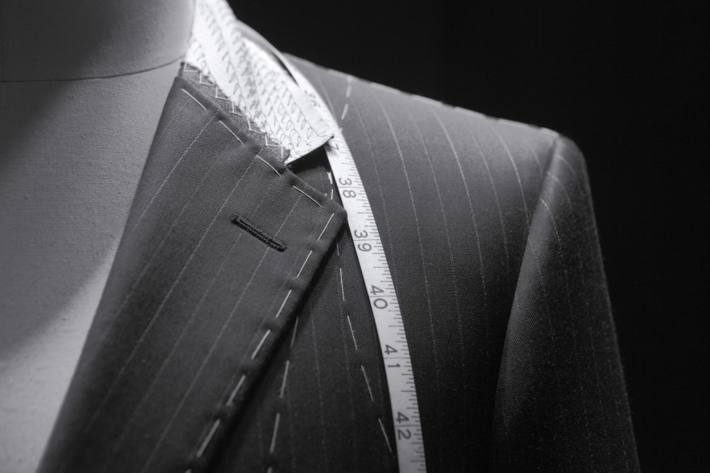 M&D Mode vermaakt kleding in de meest brede zin van het woord. Kledingreparatie en kleding vermaken is onze specialisatie en met ruim 20 jaar ervaring bent u aan het juiste adres. Voor elk probleem dat u heeft met kleding kunnen wij een oplossing vinden.