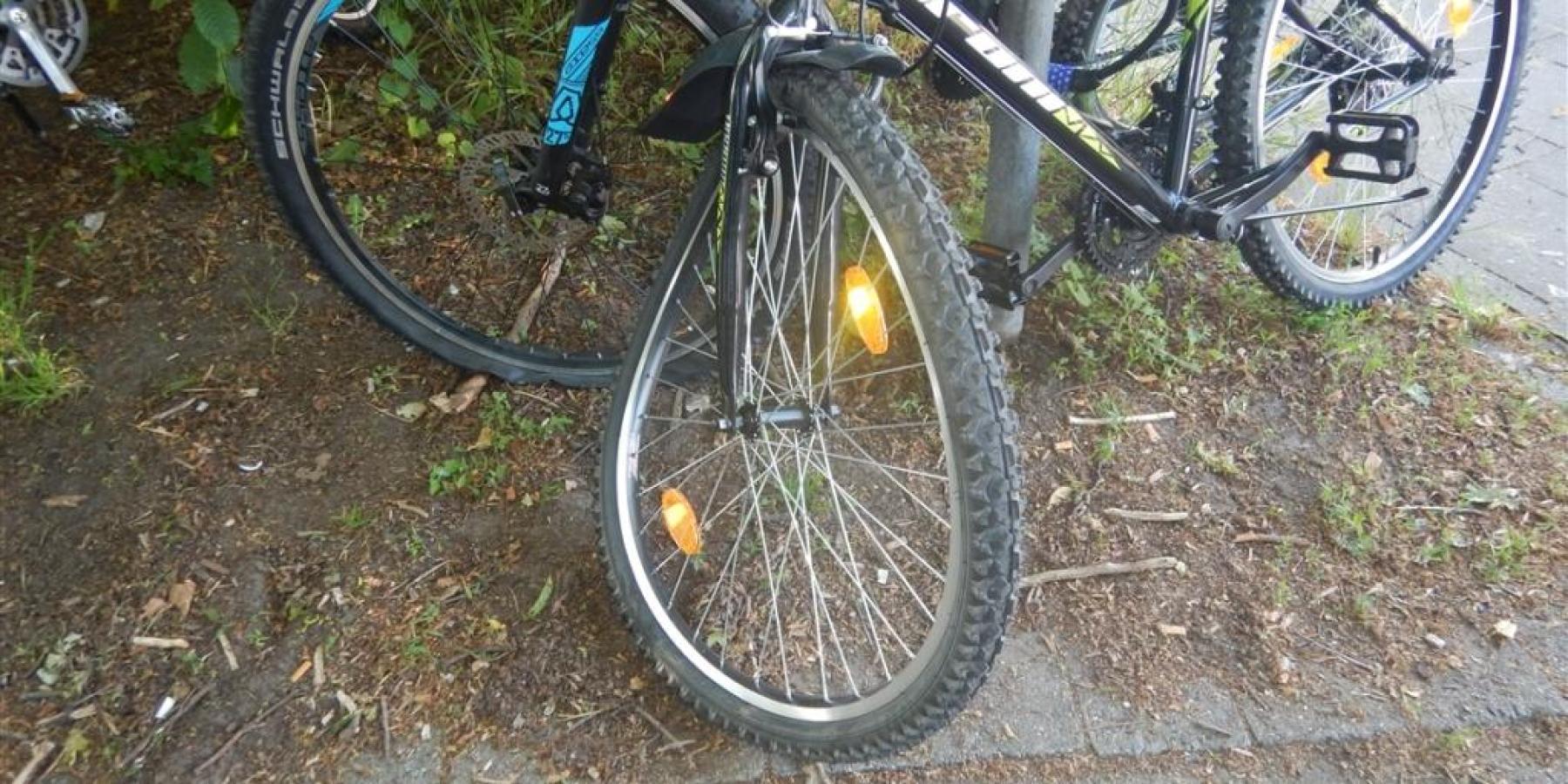Beim Überholen Radfahrer verletzt