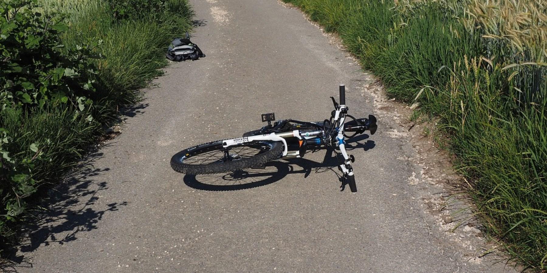 Radfahrer durch abbiegenden PKW schwer verletzt