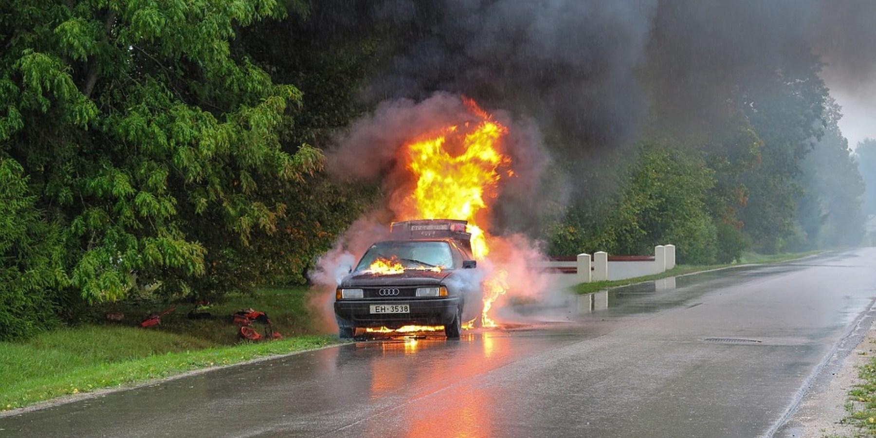 Autos in Brand gesetzt – Polizei hat Ermittlungen aufgenommen