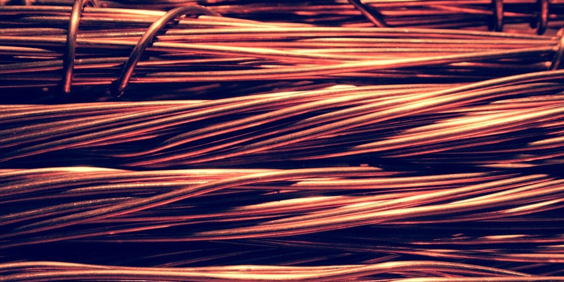 Kupfer im Wert von mehreren tausend Euro gestohlen – Täter hebeln Tür aus der Wand