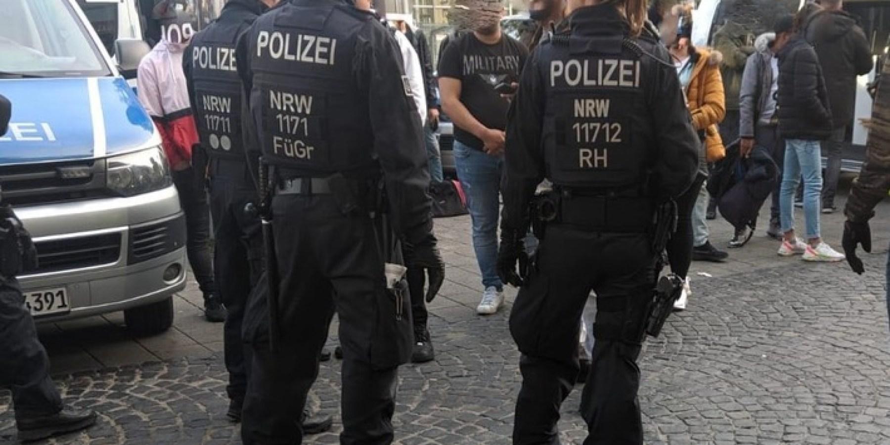 30 mutmaßliche Straftäter überprüft – Drei Festnahmen bei Schwerpunktkontrolle im Bahnhofsumfeld