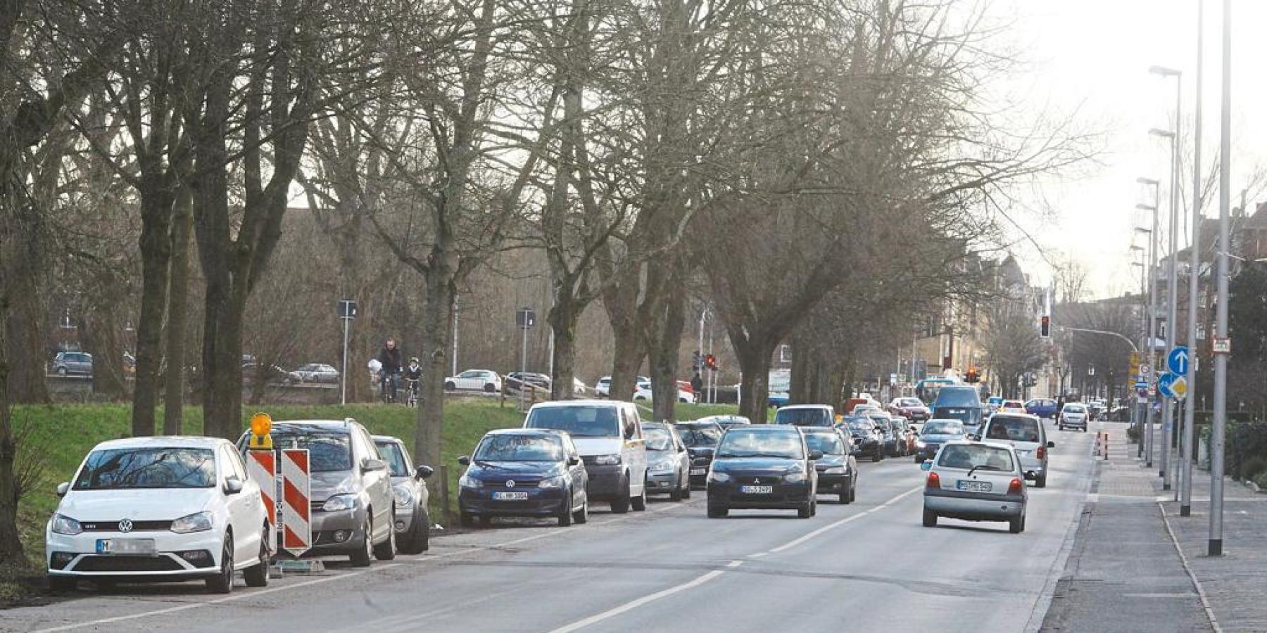 Kanalstraße: Kurzfristig provisorische Straßenentwässerung errichtet