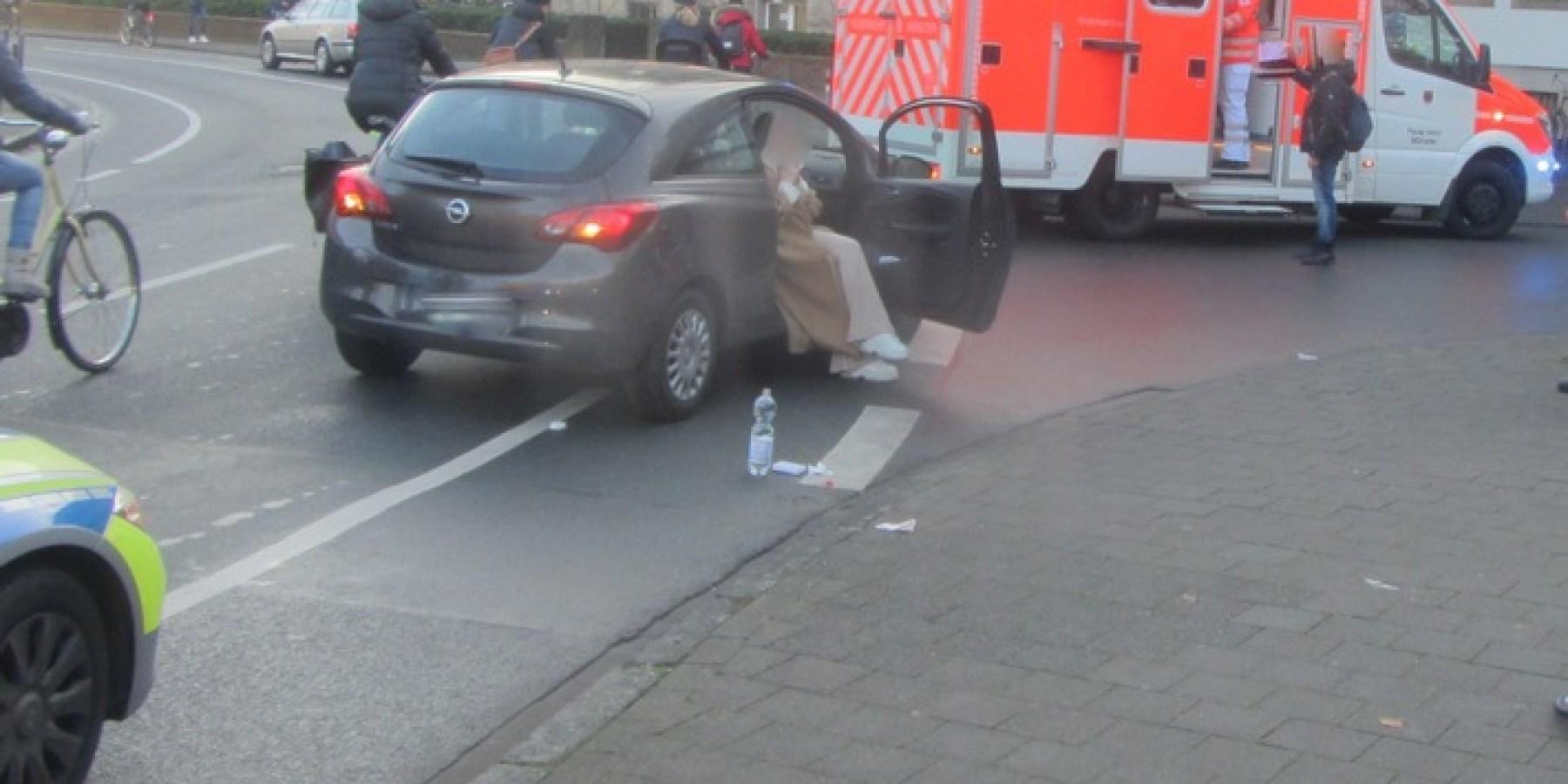 Erneuter Abbiegeunfall – Autofahrer nimmt Radfahrer die Vorfahrt