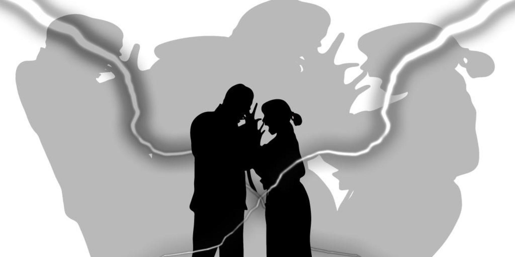 Lebensgefährte soll 21-jährige Partnerin gegen ihren Willen festhalten – Paar meldet sich in Hessen bei der Polizei