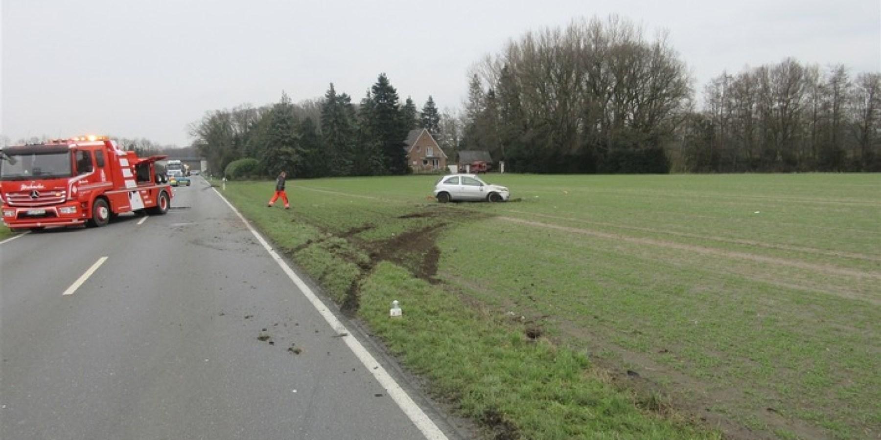 Handy lenkt ab – Auto überschlägt sich – 21-Jährige schwer verletzt