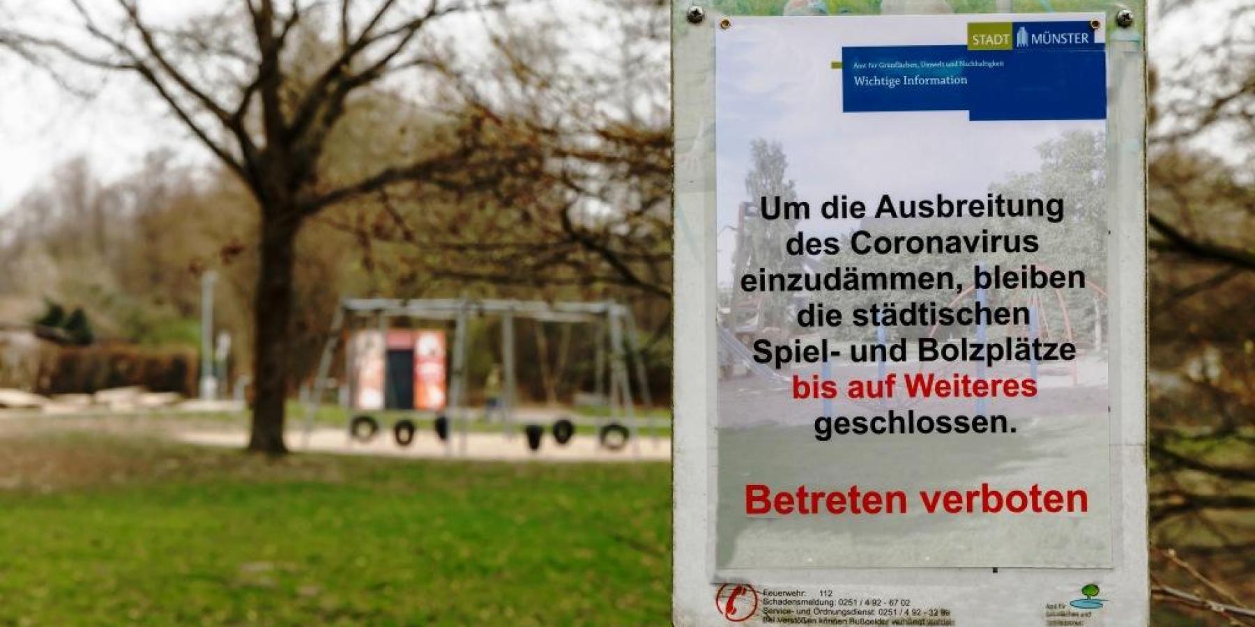 Spielplätze gesperrt: Schilder aufgestellt