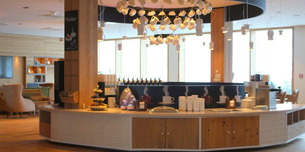 Mittelpunkt der Lobby - die Milchbar