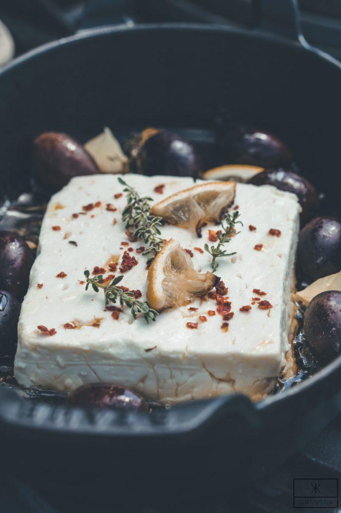 Gebackener Feta mit Zitronen und Oliven