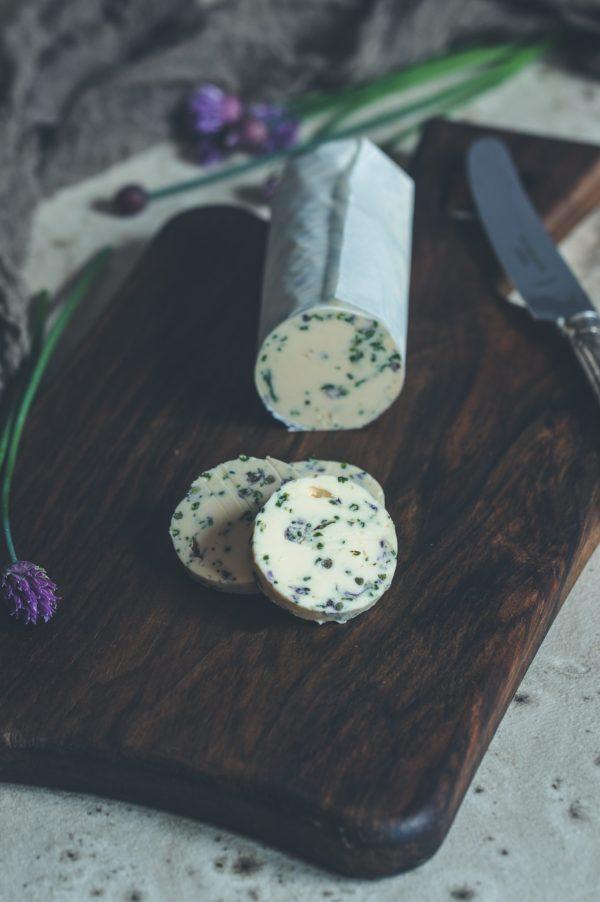 Schnittlauchblüten Butter