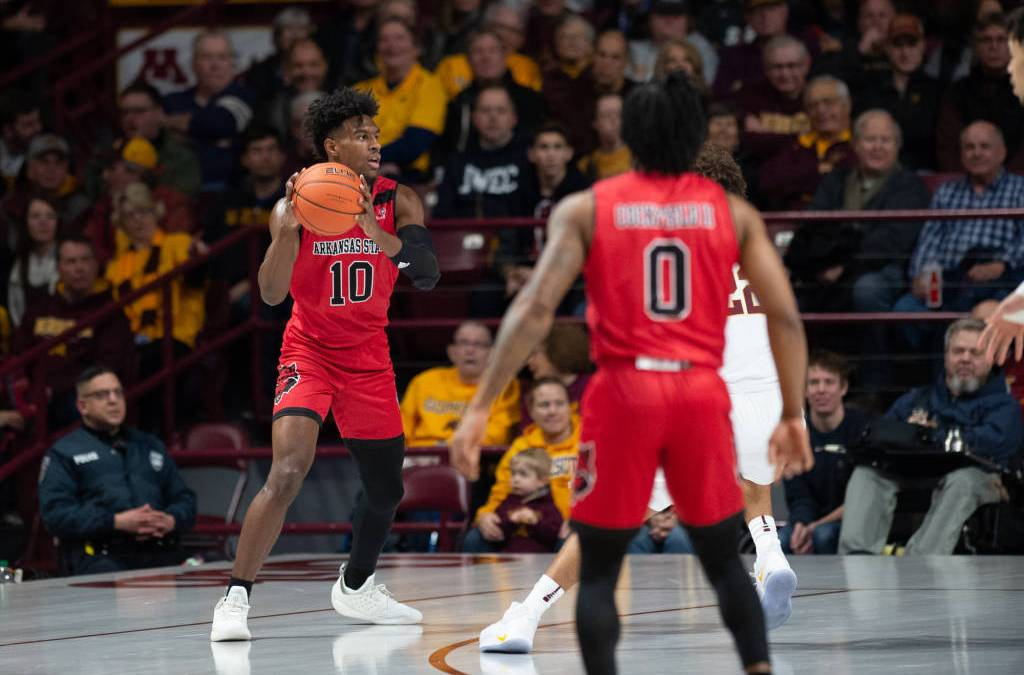 Quick Start Leads Minnesota Past A-State