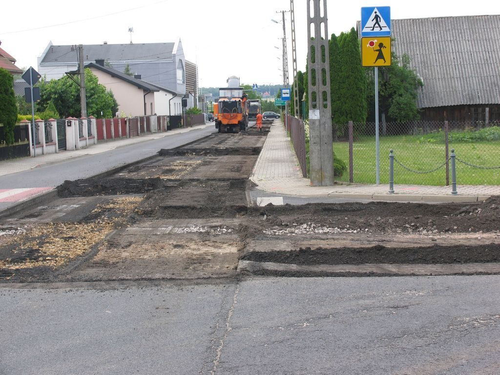 Drogowcy pracują na ulicach Łękińska