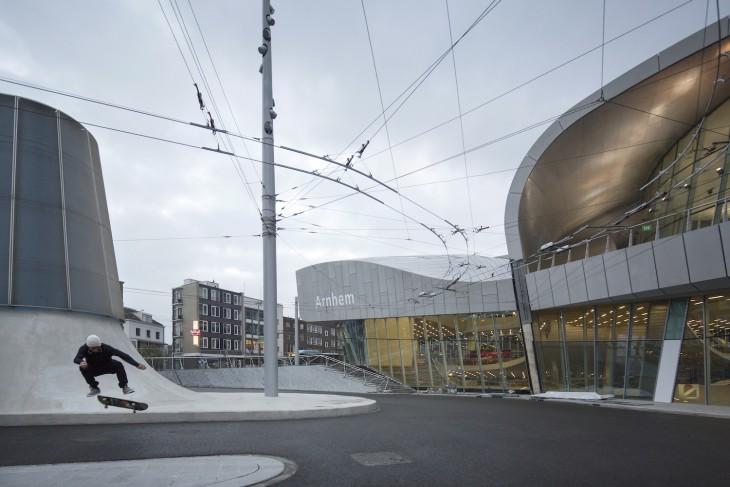 Bahnhofsvorplatz mal anders (Foto © Frank Hanswijk)