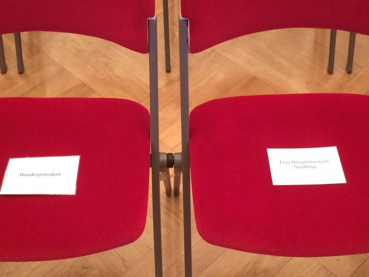 Protokollarisch 1A: Links der Bundespräsident, rechts Frau Bürgermeisterin Northing