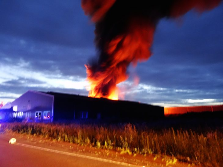 Weithin sichtbar: Rauchsäule in Hasselt