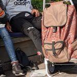 Bänke abmontieren, WLAN abschalten, Gratis-Tickets, Wachdienste einsetzen – wie die Stadt mit den Obdachlosen umgeht
