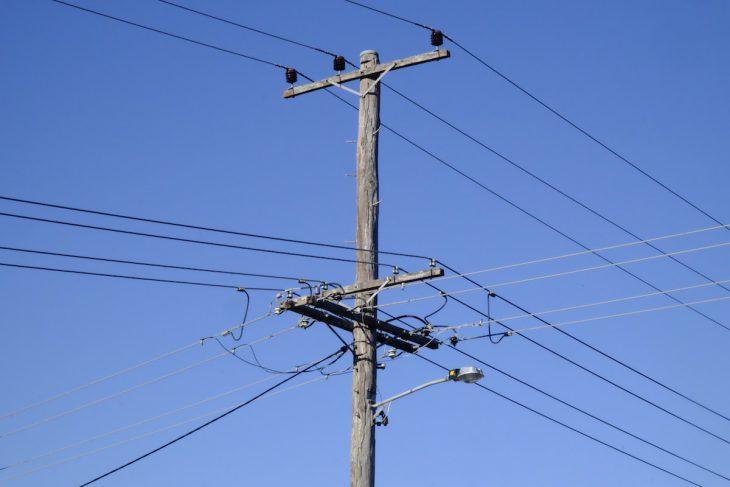 Wo liegt der Fehler? Jedenfalls nicht an diesem Strommast in Bulahdelah, auf halbem Wege zwischen Brisbane und Sidney