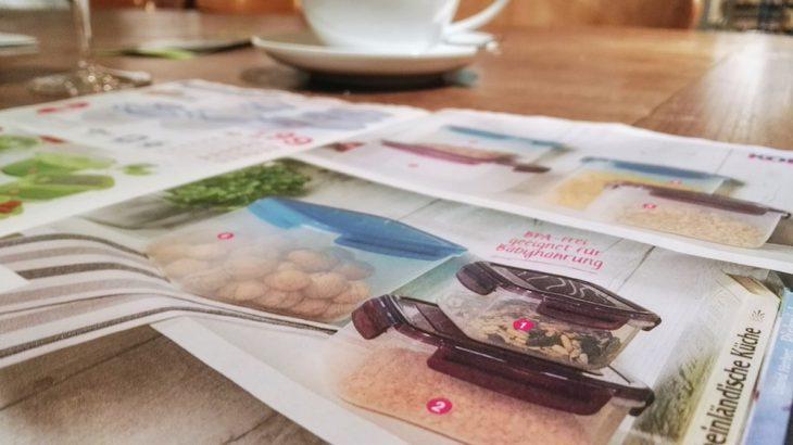 Höhepunkte der Produktfotografie: Walnüsse, sortiert in einer Plastikdose (Kodi)