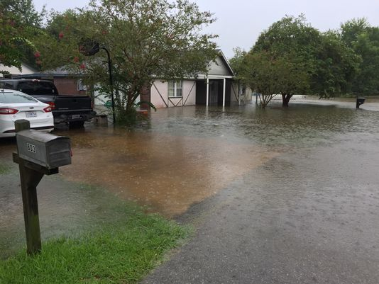 636066044192413957-Flooding-on-Yvette-Marie-in-south-Lafayette_220461