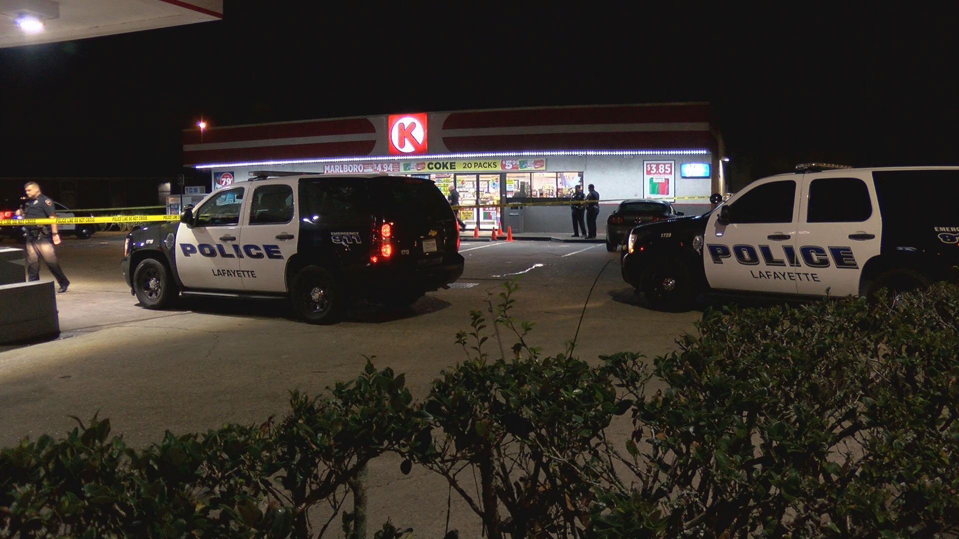 Lafayette Police respond to possible shooting at convenience store