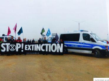 Am Tagebau enlang | (C) Bianca, Extinction Rebellion (#15)
