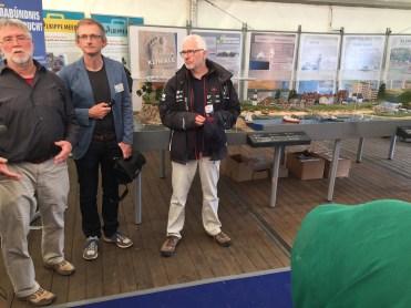 Bürgermeister Peter Todeskino und Klimamanager Jens-Peter Koopmann weisen auf die Klimaschutz und -anpassungsaktivitäten der Landeshauptstadt Kiel hin (Foto: S. Enderwitz)