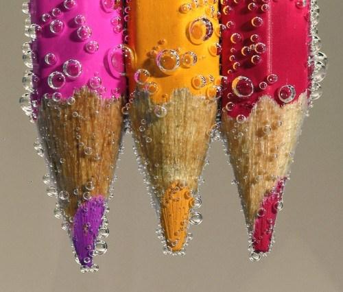 Imagenes de lápices de colores en el agua