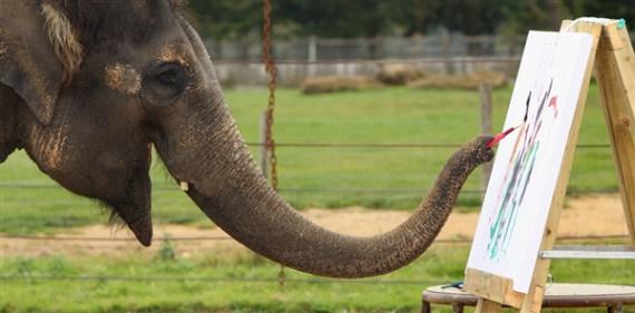 imagen de elefante pintando