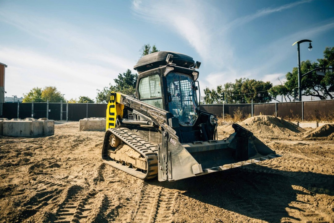 Self-driving construction vehicle